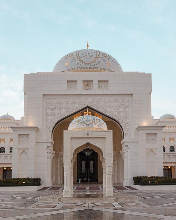 Abu Dhabi Qsar al Watan main facade by Dancing the Earth