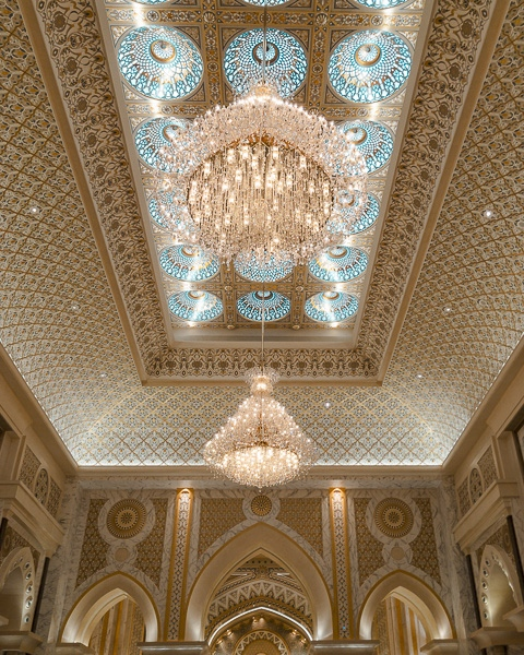 Abu Dhabi Qsar al Watan main hall ceiling by Dancing the Earth