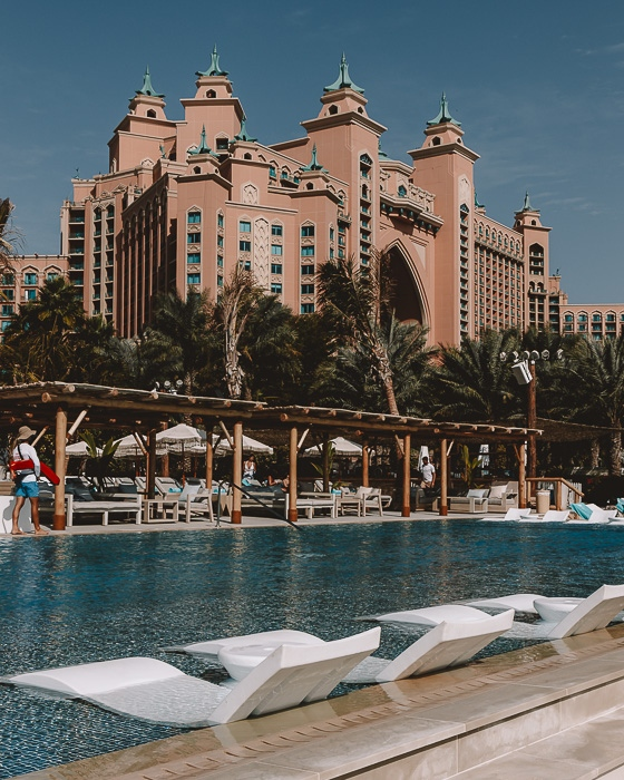 Atlantis the Palm White Beach pool by Dancing the Earth