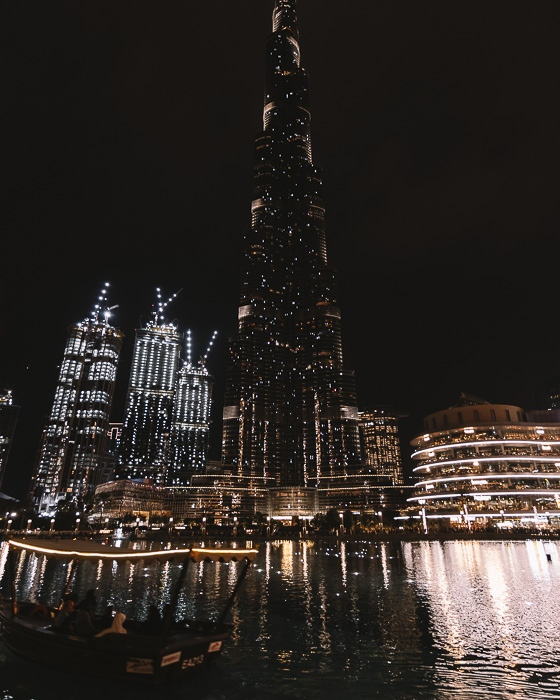 Dubai Burj Lake with traditionnal boat by Dancing the Earth