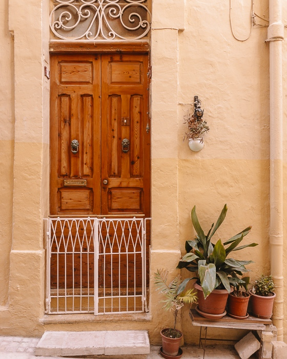 Valletta door of a house by Dancing the Earth