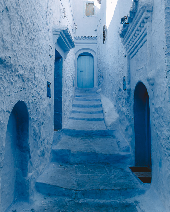 Morocco travel guide Chefchaouen blue blind alley by Dancing the Earth