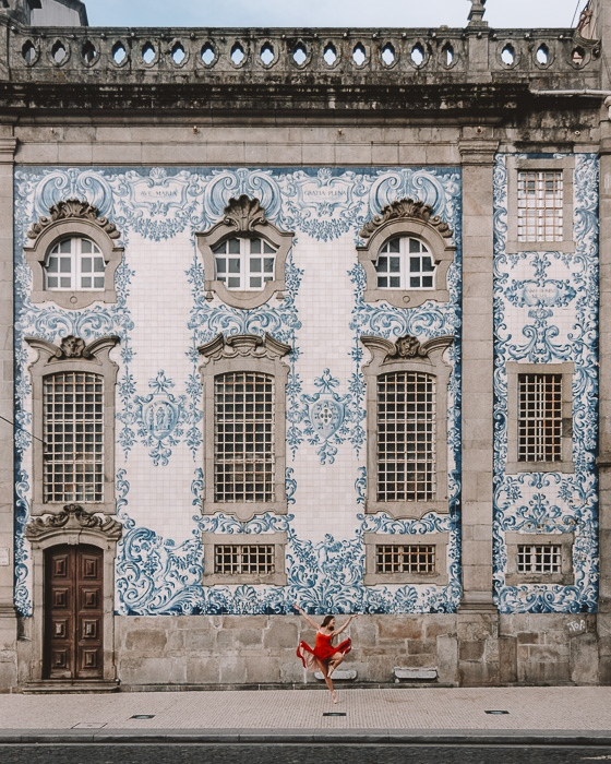 Porto weekend itinerary Igreja do Carmo azulejos wall by Dancing the Earth