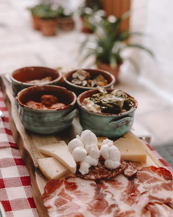 Lunch in Cisternino