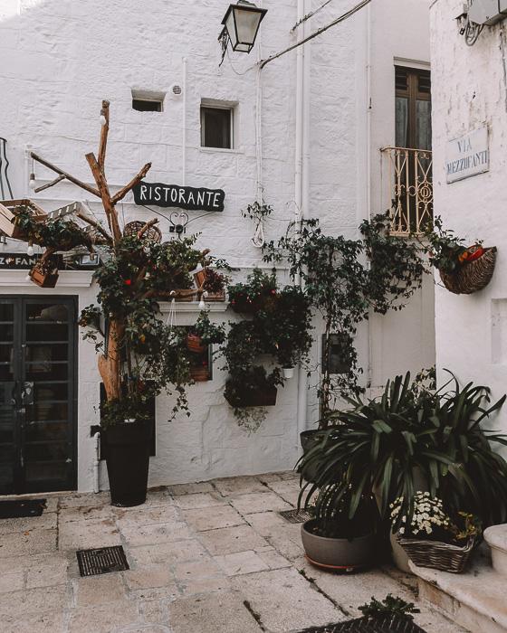 Ristorante, Cisternino, Puglia travel guide by Dancing the Earth