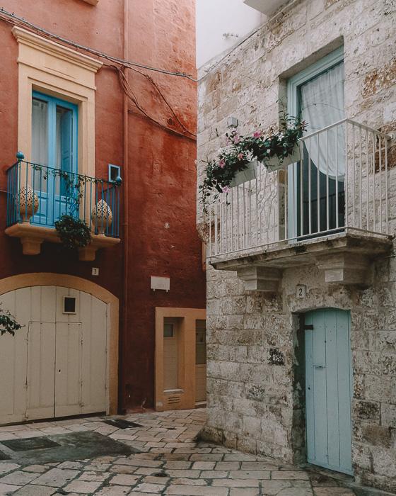 Colorful walls in Polignano a Mare, Puglia travel guide by Dancing the Earth