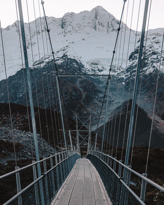 On the suspension bridge, Dancing the Earth